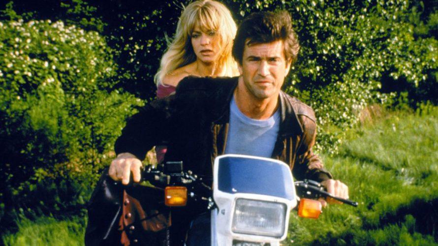 Nel 1990, proprio quando Mel Gibson era una star d'azione grazie alla serie Arma letale, partita tre anni prima, divise la scena con un'altra spalla d'eccezione per poter primeggiare in […]