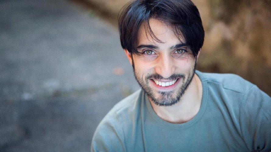 Amici di Mondospettacolo, sono Alfonso Chiarenza e oggi non sono qui in veste di Direttore Commerciale ma bensì nei panni di redattore, ho deciso quindi di intervistare per voi un […]