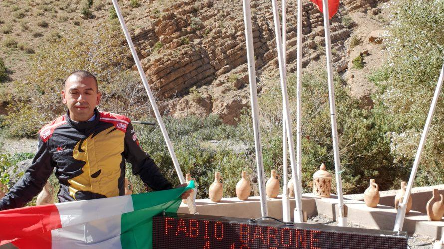 Una freccia rossa tra terra e cielo: Fabio Barone, al volante della sua Ferrari 458 Italia, ha conquistato il record di velocità sull'impegnativo tracciato della Valle del Dades, in Marocco […]
