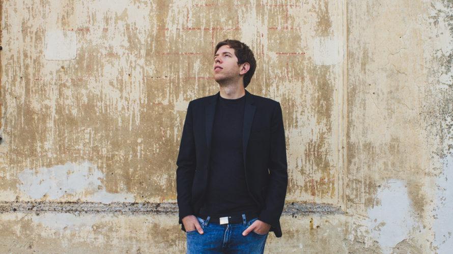 Il pianista e compositore di origine turca si esibirà a Napoli, in Sala Assoli, martedì 23 ottobre Il 23 ottobre Francesco Taskayali porterà la sua musica, carica di una poetica […]