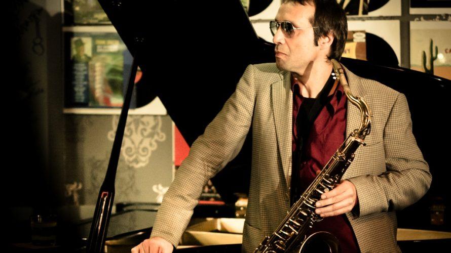 Carlo Atti, classe 1968, è da molti considerato uno dei più influenti sassofonisti jazz europei. Esterna un'eloquenza elegante e raffinata, in un discorso musicale in cui ognuna delle sue note […]