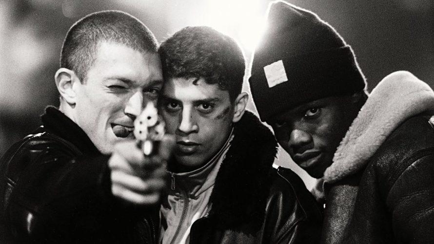 Mathieu Kassovitz nel 1995 realizzò il suo capolavoro, L'odio, un film divenuto quasi un manifesto, capace di influenzare notevolmente la cultura dell'epoca in cui fece la sua apparizione. L'impatto che […]