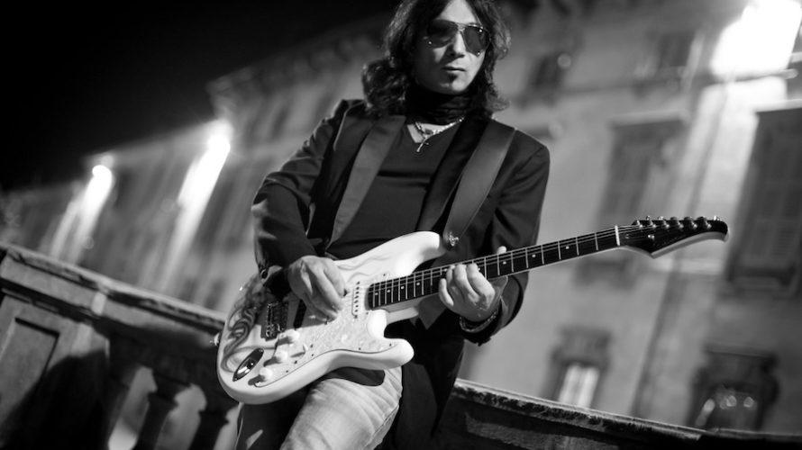 """Esordio già maturo per il cantautore rock milanese Roby Cantafio. Esce """"Fuori e dentro di me"""" che contiene 11 inediti e una cover – peraltro una scelta assai di qualità […]"""