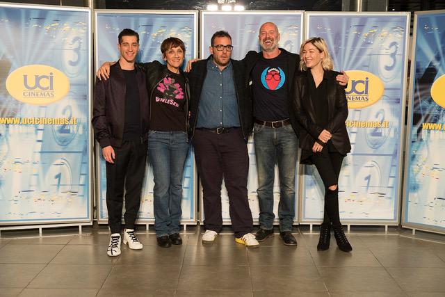 """Si è tenuto 10 giorni fa presso l'UCI Cinemas di Parco Leonardo, l'evento per la proiezione con cast del film commedia distribuito dalla Warner Bros: """"Uno di Famiglia"""". Il lungometraggio […]"""
