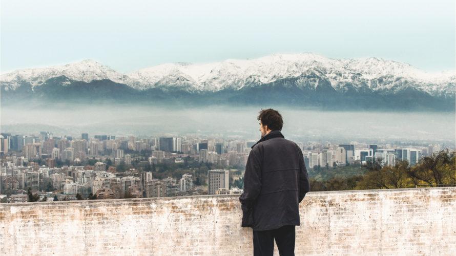 """Nanni Moretti racconta la caduta del governo Allende per riflettere sull'Italia di ieri e di oggi con il film documentario Santiago, Italia. """"Il Cile è stato un patrigno cattivo per […]"""