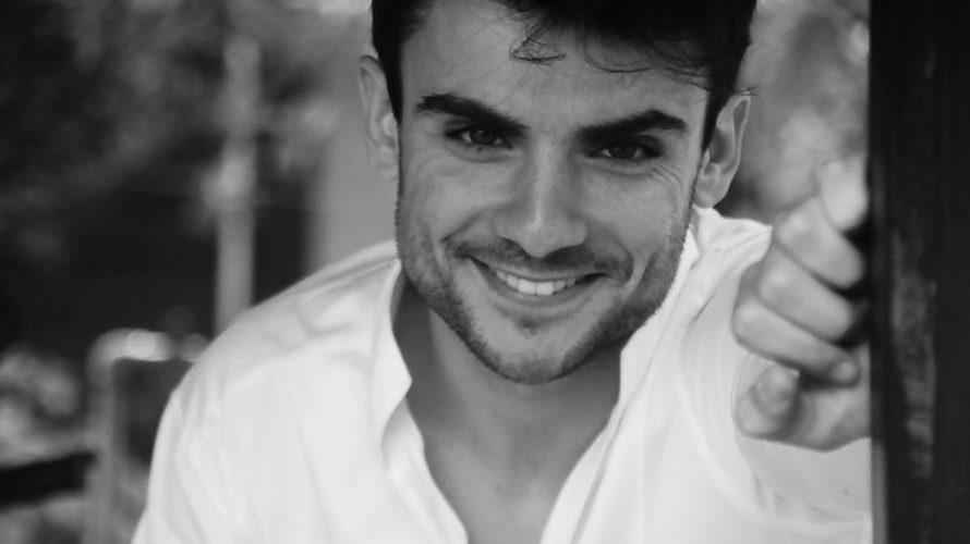 """Amici di Mondospettacolo, oggi sono in compagnia di Daniele Locci, il simpaticissimo e bravissimo attore che interpreta il ruolo del """"Sorcio"""" nel divertentissimo film di Massimiliano Bruno: """"Non ci resta […]"""