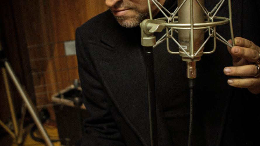 George Michael, un artista che ha venduto milioni di dischi nel mondo prima con gli Wham! e poi come solista, un cantante dalla voce potente ma suadente che ha duettato […]