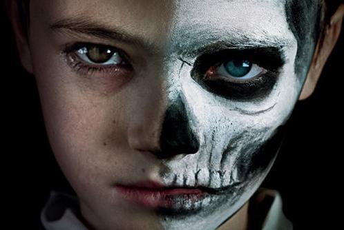 Considerando il fatto che il piccolo protagonista Miles Blume – interpretato dal Jackson Robert Scott che abbiamo visto aggredito da Pennywise nella sequenza di apertura dell'IT cinematografico – ad un […]