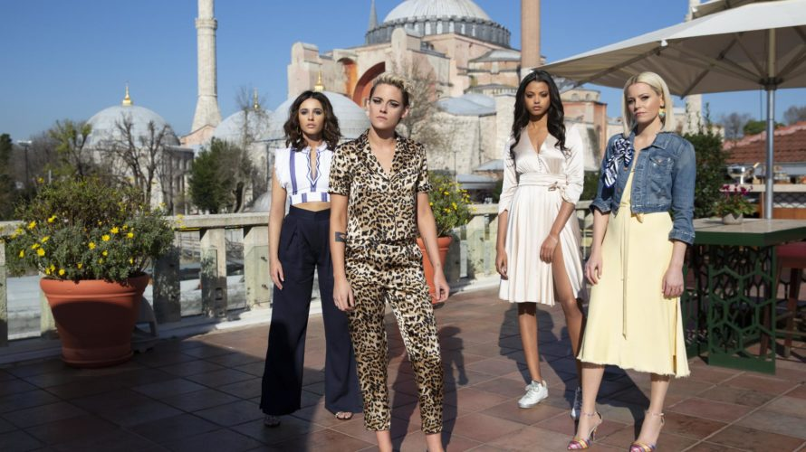 Ecco Kristen Stewart, Naomi Scott, Ella Balinska e Elizabeth Banks nelle prime immagini ufficiali di Charlie's angels. Il film è scritto, diretto e prodotto dall'attrice statunitense Elizabeth Banks che nel […]