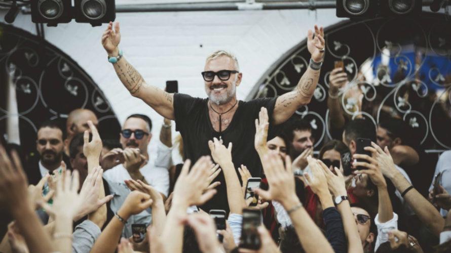 """In Romagna il primo fine settimana di luglio è dedicato alla Notte Rosa, che quest'anno festeggia la sua 14esima edizione con lo slogan """"Pink R-Evolution"""". Come di consueto, la Villa […]"""