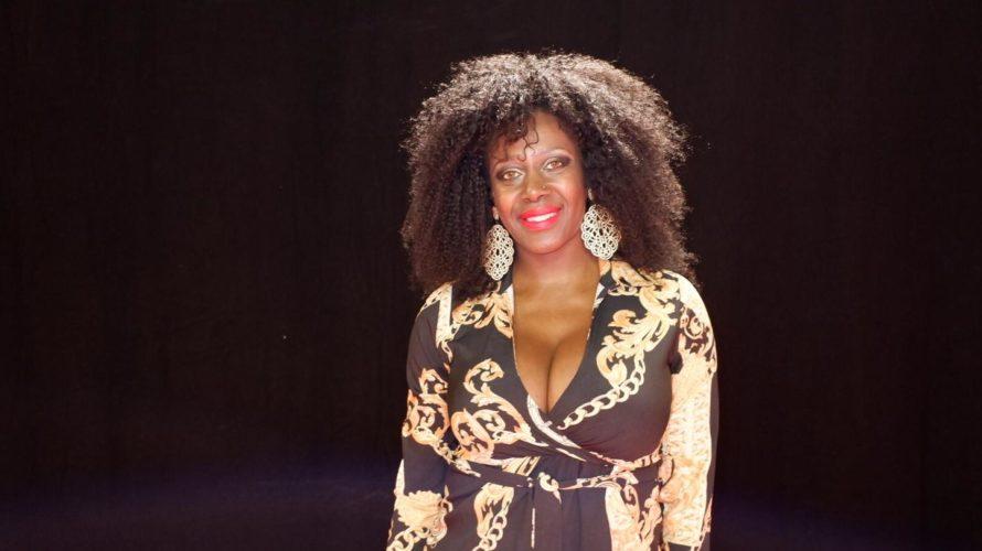 Amici di Mondospettacolo, oggi per la mia rubrica su Mondospettacolo, sono andato ad intervistare Sylvie Lubamba. Ciao Sylvie, inizi a farti conoscere dal grande pubblico nel 1992 venendo eletta come […]