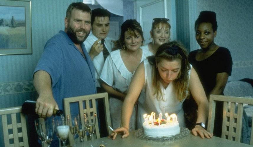 Autore britannico che si è sempre saputo muovere in modo prettamente cauto, senza eccessivi clamori di tendenza ed elogiato ad ogni festival che si rispetti, Mike Leigh è ancora oggi […]