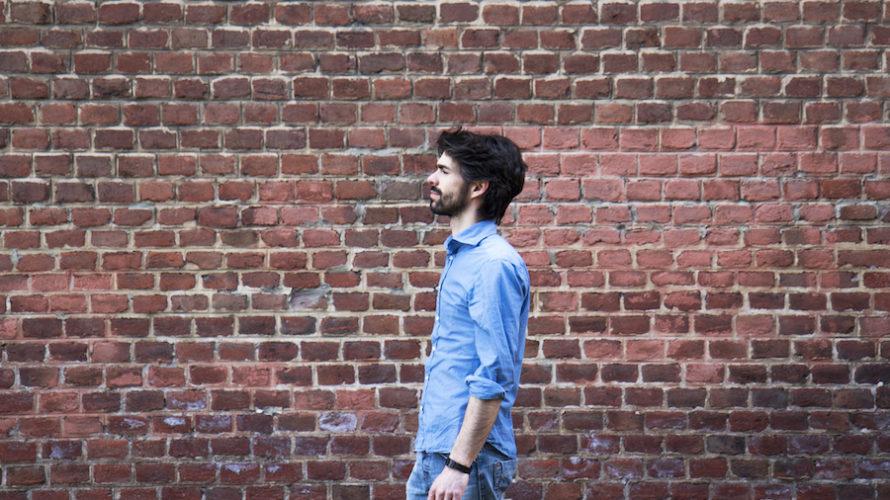"""Ci ricordiamo di Luca Marino e di quel Sanremo del 2010. E lo ritroviamo oggi Luca Marino con un disco dal titolo assai interessante: """"Vivere non è di moda"""". Nuovo […]"""