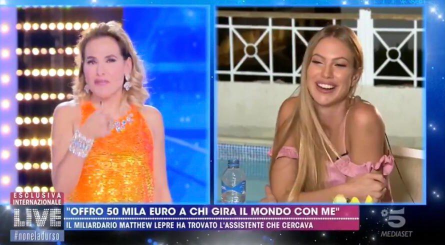 """Non è passato indifferente ai tantissimi telespettatori il collegamento televisivo durante il Live della trasmisione in onda su Mediaset """"Non è la D'Urso"""". Durante la diretta, la bellissima Taylor Mega, […]"""