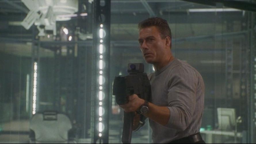 Memore del successo ottenuto grazie al fanta action I nuovi eroi, diretto nel 1992 da un Roland Emmerich pre-Independence day, l'eroe belga dei film d'azione Jean-Claude Van Damme decide nel […]