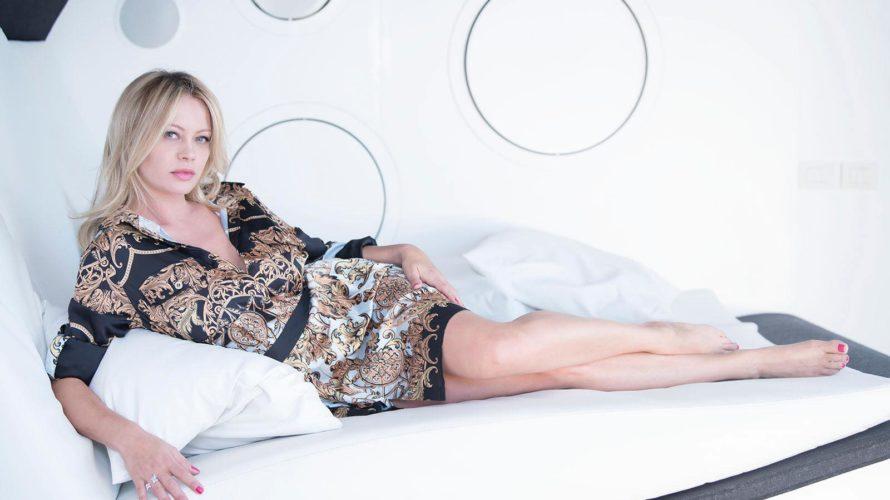 """ANNA FALCHI Ospite di """"Lingue a Sonagli"""", la scoppiettante attrice si pronuncia su nuove e bizzarre pratiche sessuali: «Il sesso ascellare che piace ai giovani? Se po' fa'» Intervistata da […]"""