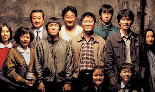 Memorie di un assassino è diretto da Bong Joon-ho, autore delParasiteaggiudicatosi quattro premi Oscar per il film, la regia, il film straniero e la sceneggiatura. Immaginate che Federico Fellini (per […]