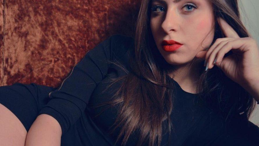 Amici di Mondospettacolo, oggi vi presenterò Federica Fanella, fotomodella e attrice.  Federica Fanella benvenuta su Mondospettacolo. Sei pronta per la nostra intervista? Grazie Alex per la splendida accoglienza, si […]
