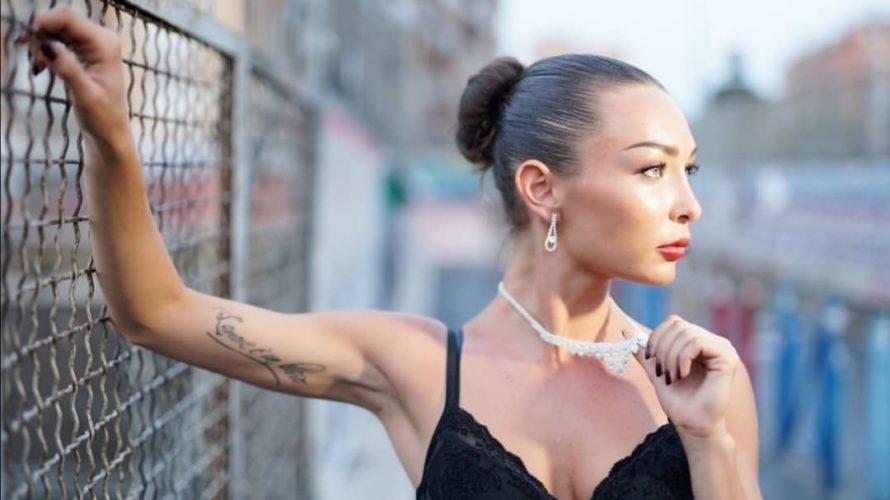 """Amici di Mondospettacolo, oggi intervisterò per voi la fotomodella """"Alessia De Laurentiis"""" Come e quando è nata la tua passione per la moda/fotografia? Sono sempre stata attratta dalle foto delle […]"""