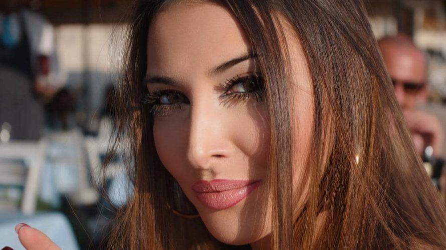 Amici di Mondospettacolo, oggi vi parlerò di Anna Signore, una bellissima ragazza che avremo l'onore di ospitare al Sezze Film Festival 2020. Sul suo Instagram si definisce 100% Natural Girl, […]