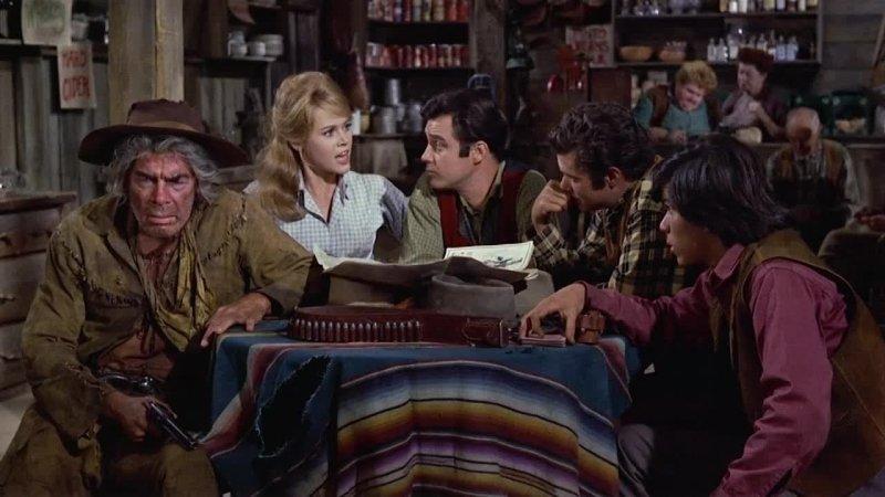 Nel 1965, proprio mentre il cinema western stava percorrendo diverse strade che lo avrebbero portato alla fine del mito americano (L'uomo che uccise Liberty Valance di John Ford è di […]