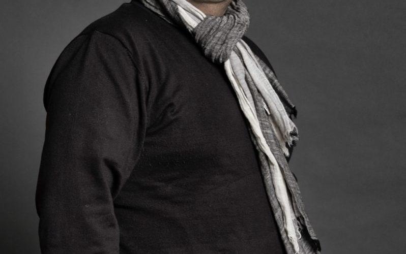 """Gennaro De Crescenzo, napoletano, nasce in una famiglia di musicisti: il padre Luigi, in arte Gino Deck, negli anni '70 canta nel complesso """" Eduardino e i Casanova; il maestro […]"""