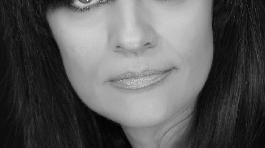 Mari Conti, cantautrice italiana, nasce a Roma. Fin da adolescente si appassiona alla musica cominciando a cantare prima come corista e poi come solista, in molte cover band della Capitale.Comincia […]
