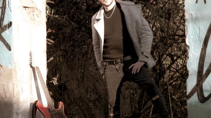 Demis Facchinetti nasce a Brescia il 10 settembre 1979, comincia a fare i primi passi in campo musicale all'età di 10 anni. Studia canto, pianoforte e chitarra che diverrà parte […]
