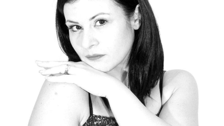 Nata a Napoli nel 1981,Fatima Faustoè un soprano. Studia e si diploma incantopresso ilConservatorio D. Cimarosa di Avellino. Segue in seguito corsi di perfezionamento colSopranoKatia Ricciarelli, esibendosiin vari concerti da […]