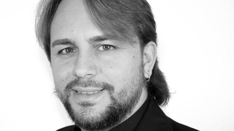 https://youtu.be/PymtXpSoGbg  Raffaele Beneduce, nato a Pomigliano d' Arco nel 1982, dopo avere intrapreso gli studi di canto con il Maestro Marcello Ferraresi (figlio del celebre violinista Aldo Ferraresi), negli […]