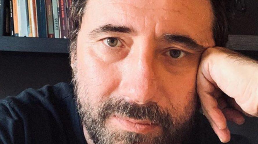 Frontman della band dei Tiromancino, nonché regista della black comedyNero bifamiliaree dei due horrorShadow – l'ombraeTulpa – Perdizioni mortali, il musicistaFederico Zampaglione non se ne è stato con le mani […]