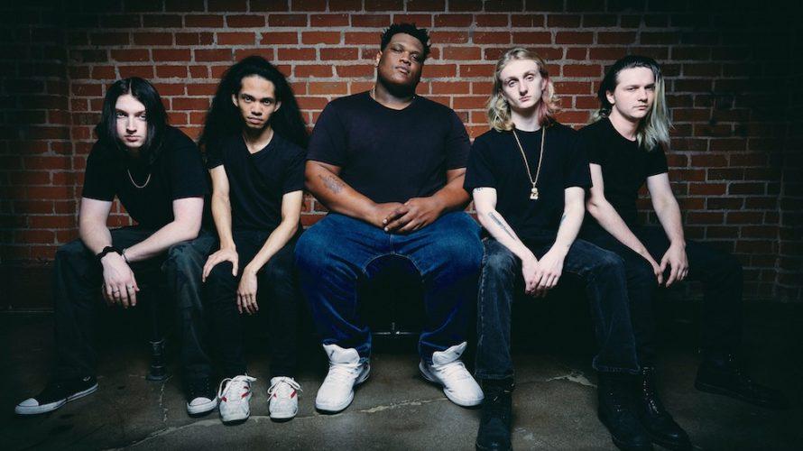 Love Ghost è una band di Los Angeles formata da Finnegan Bell(chitarra e voce solista), Ryan Stevens (basso), Samson Young (batteria e voce di sottofondo), Daniel Alcala (chitarra) e Cory […]