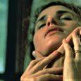 Stasera in tv su La7d alle 21,30 Sesso, bugie e videotape (Sex, Lies, and Videotape), un film del 1989 scritto e diretto da Steven Soderbergh, vincitore della Palma d'oro al […]