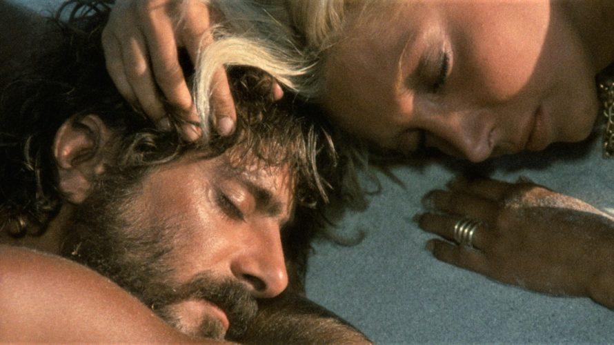 Stasera in tv su Rete 4 alle 21,25 Travolti da un insolito destino nell'azzurro mare d'agosto, un film del 1974 scritto e diretto da Lina Wertmüller. Le musiche furono composte […]