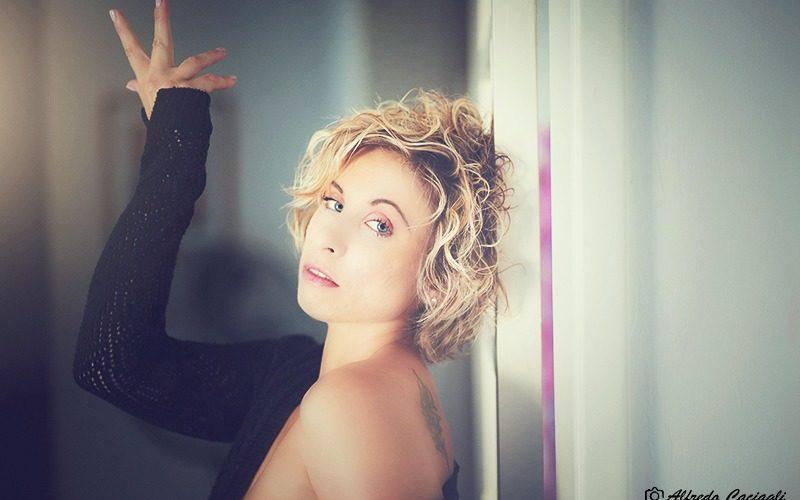 Amici di Mondospettacolo, oggi vi voglio presentare l'erotic model: Norma Jean Morrison! Ho chiesto a Norma di raccontarsi per i nostri lettori e lei (per la gioia dei nostri occhi) […]
