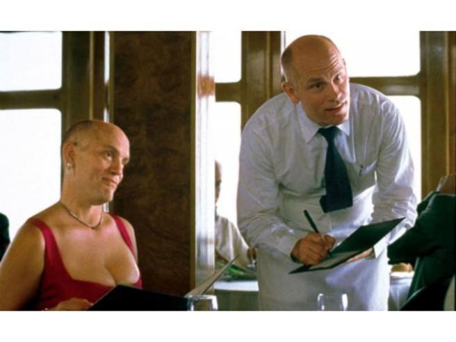 Nel 1999, ai tempi dell'uscita nelle sale cinematografiche di Essere John Malkovich, chi poteva immaginare che un duo di nomi come Spike Jonze (allora reduce dalla realizzazione di determinati videoclip) […]