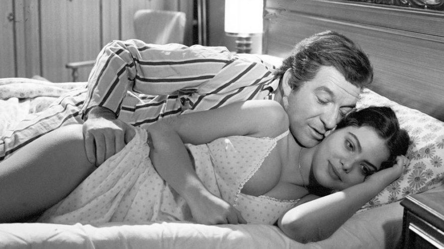Stasera in tv su Cine34 alle 21 Romanzo popolare, un film del 1974 diretto da Mario Monicelli, con Ugo Tognazzi, Ornella Muti e Michele Placido. Ironica e malinconica commedia, tende […]