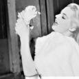 Stasera in tv su Rai Movie alle 23,15 La dolce vita, un film del 1960 diretto da Federico Fellini. Considerato uno dei capolavori di Fellini e tra i più celebri […]