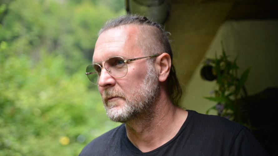 La scorsa primavera, nel bel mezzo di un tour sold out del geniale Steve Hackett (ex chitarrista dei mitici Genesis), tutte le date sono state annullate causa emergenza da Covid19. […]
