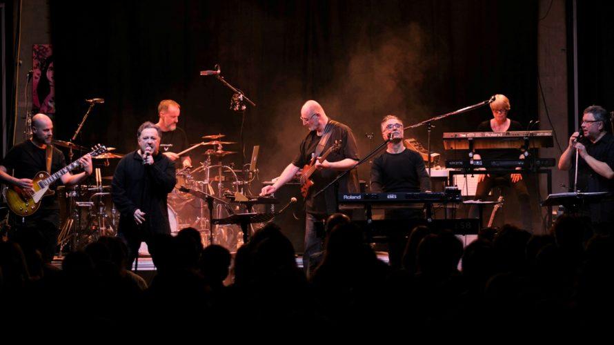 Uno degli acts più rappresentativi della scena progressive rock tedesca, i Fuchs, progetto del multistrumentista Hans-Jürgen Fuchs, tornano a splendere con quello che sanno fare meglio: entusiasmare il pubblico durante […]