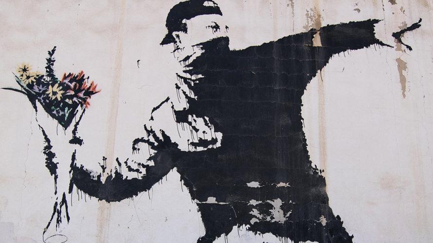 Tutti ne parlano ma pochi sanno davvero chi sia. Certo è che, genio o vandalo a seconda dei punti di vista, Banksy è l'artista contemporaneo più conosciuto al mondo, quello […]