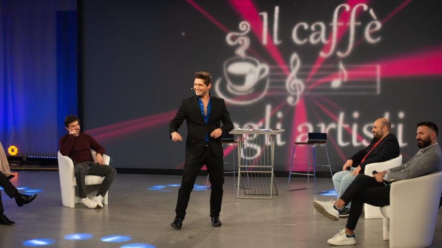 Nuovo grande appuntamento con Il Caffè degli Artisti, il programma di approfondimento in onda su Odeon TV prodotto da Alfonso Stagno condotto dallo showman Antonio Delle Donne affiancato dal giornalista […]