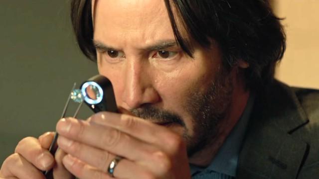 Ormai consolidato eroe action per eccellenza, prima grazie al successo della saga Matrix, poi a quello di John Wick, Keanu Reeves anche in piccole operazioni sente il bisogno di cimentarsi […]