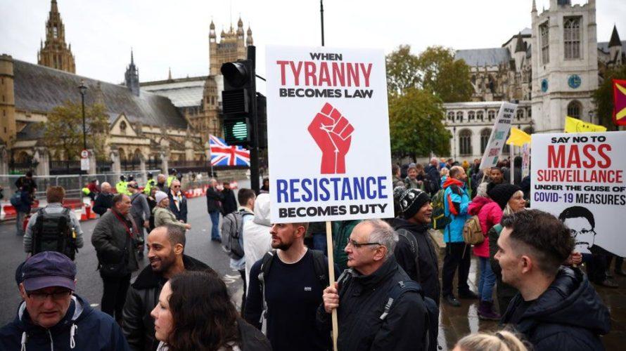 """Alla vigilia del secondo lockdown i londinesi sfruttano una giornata sorprendente soleggiata per assaporare le ultime ore di """"libertà"""" prima che l'intero Regno Unito entri nuovamente in quarantena. La città […]"""