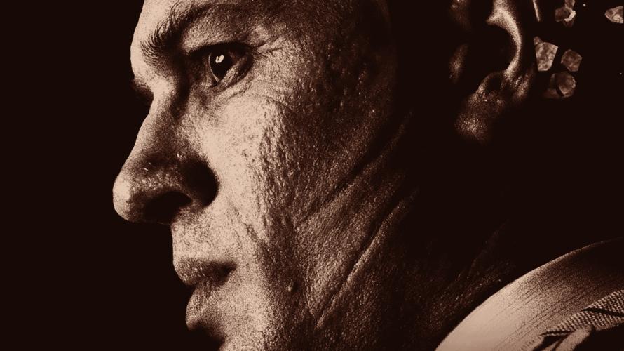 Il desiderio di arricchire la sua galleria d'indimenticabili personaggi, interpretati sulla scorta dell'erudita ed empatica capacità d'immedesimazione, ha spinto l'ormai esperto attore britannico Tom Hardy a raccogliere l'ardua sfida prospettatagli […]