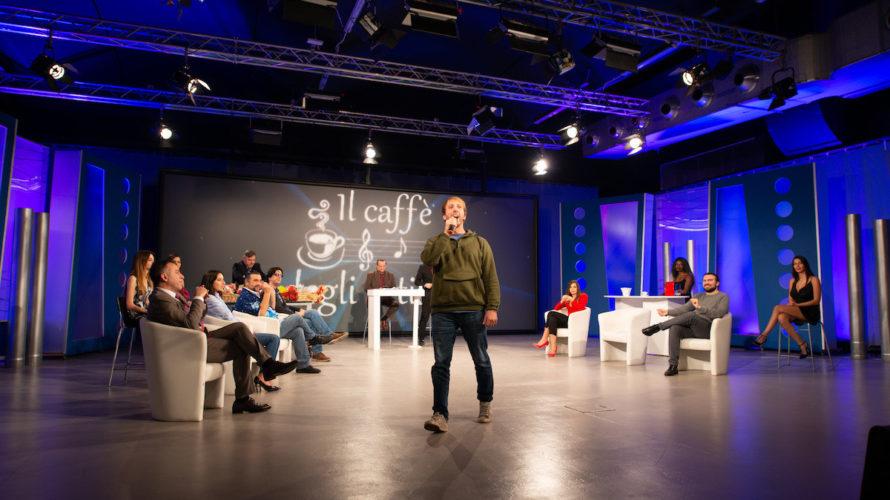 Lunedì 7 Dicembre 2020 torna l'appuntamento settimanale con Il Caffè degli Artisti, talk show prodotto da Alfonso Stagno con la conduzione di Antonio Delle Donne e Carlo Senes. Puntata dedicata […]
