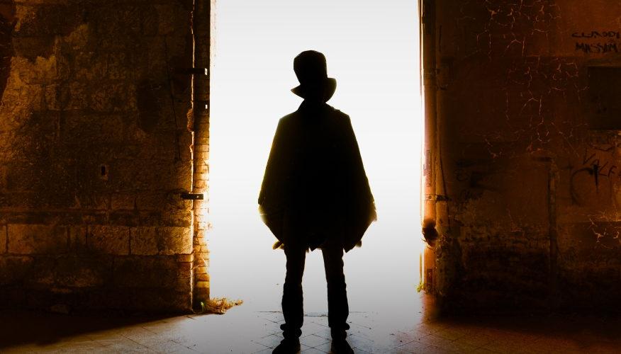 Vedendone tornare in scena le due giovani protagoniste Natalie La Torre e Rosa Fariello, chi ha avuto modo di assistere al mediometraggio Il passaggio segreto di Stefano Simone potrebbe erroneamente […]