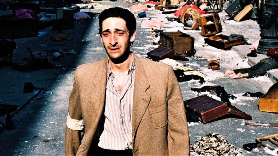 Stasera in tv su Canale 5 alle 23,30 Il pianista, un film del 2002 diretto da Roman Polański, tratto dal romanzo autobiografico omonimo di Władysław Szpilman. Il film ha vinto […]