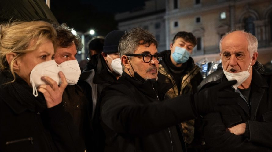 Rilasciate le prime immagini dal set deIl primo giorno della mia vita, nuovo film di Paolo Genovese, le cui riprese sono iniziate il 18 Gennaio 2021. Una storia sulla forza […]