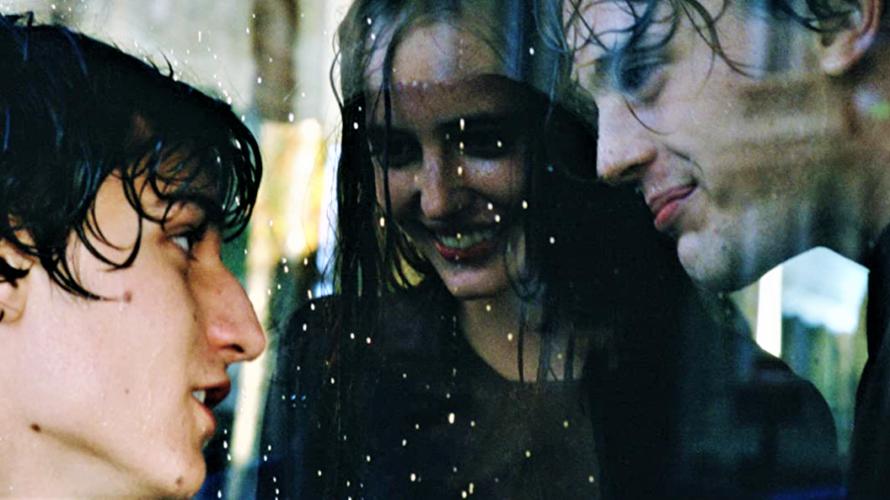 Stasera in tv su Cine34 alle 21 The Dreamers – I sognatori, un film del 2003 diretto da Bernardo Bertolucci. Il film è basato su un racconto di Gilbert Adair […]